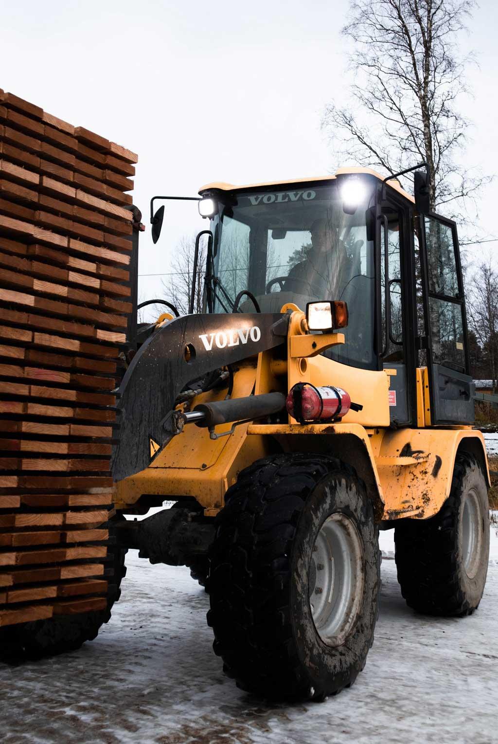 Rakennuspuuta Suomesta.